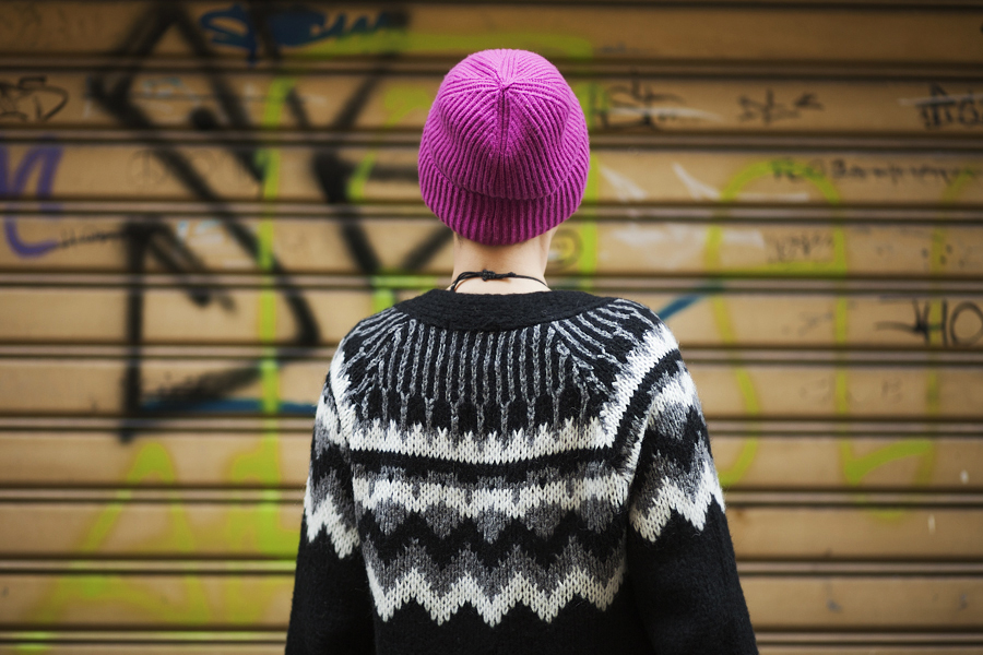 Smilingischic, fashion blog, Outfit, dettaglio occhiali, ZeroUV,  Cross my heart hope to die stick a needle in my eyes, dettaglio cappello cuffia fucsia, Cos,
