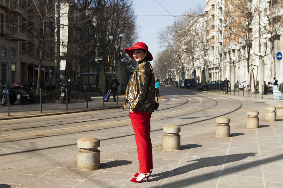Smilingischic, fashion blog, giuliette Brown, on the street, Milano, outfit, red,