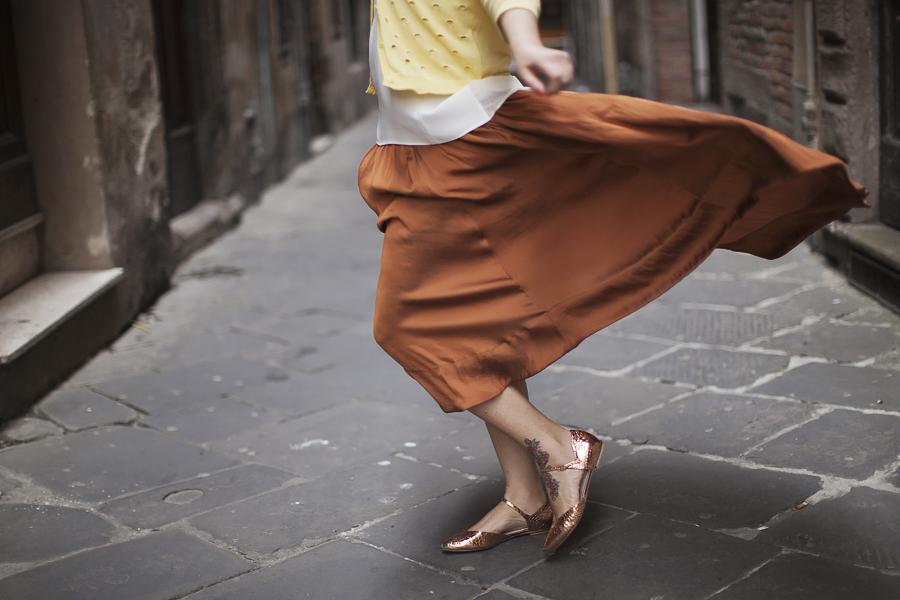 Smilingischic | Sandra Bacci | Nora scarpe di lusso-1005, onna svolazzante, marrone bruciato e giallo