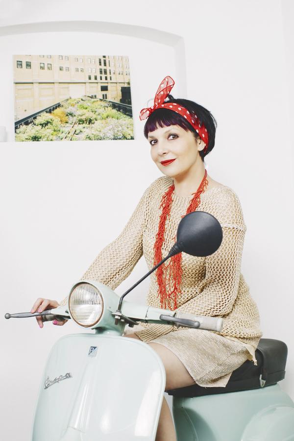Smilingischic -1002, ashion blog, Giorgia & Johns, collezione Primavera Esttare 2014, Vespa, tiffany, pin up girl,  vespa 50 special, red