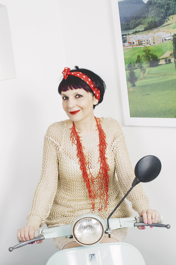 Smilingischic -1003, ashion blog, Giorgia & Johns, collezione Primavera Esttare 2014, Vespa, tiffany, pin up girl,  vespa 50 special, red