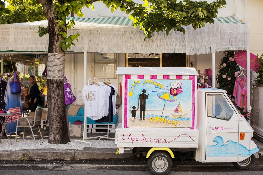 Smilingischic | ADB-1001L'Ape di Arianna, Inaugurazione boutique - bar, Le Focette, Arianna di Baccio