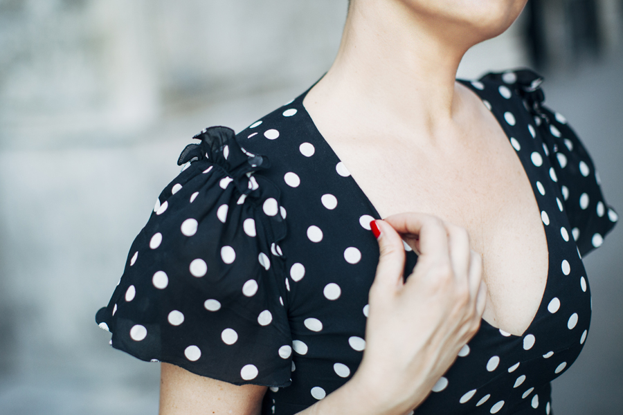 Smilingischic, fashion blog, Sandra Bacci, polka -dot dress by D&G, maniche a aletta, scollo a cuore