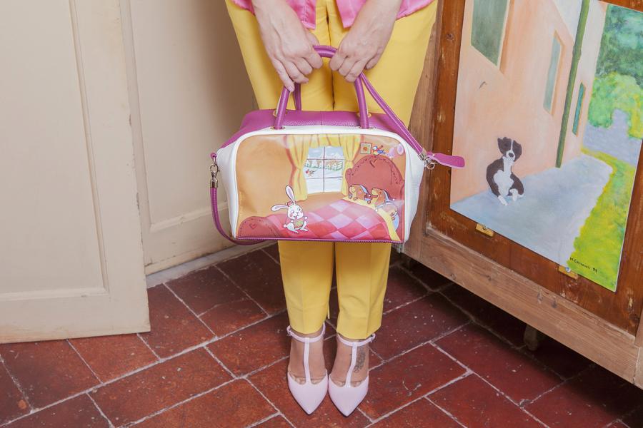 Smilingischic | Nara Camicie | Venetus -1004, dettaglio borsa dipinta, Monello il Bianco Coniglio.