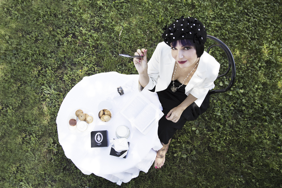 Smilingischic -1001-2, Fashion in Flair, editoriale Chanel N5 look, Silvia Soldani Stylist