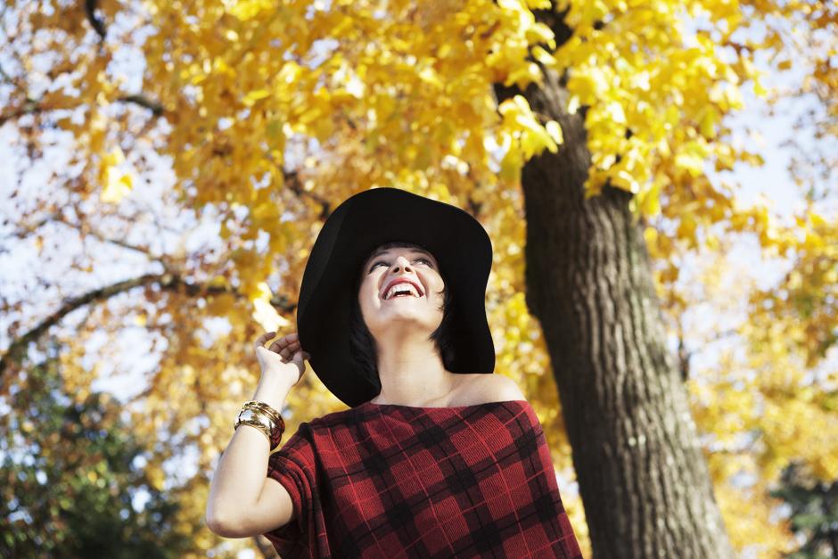 Scegliere L'happy life, Sandra Bacci sorridente , cappello a falda larga