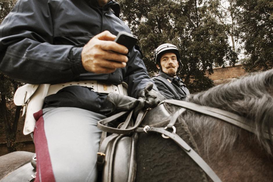 Un altro Pitti. L'Altro Pitti, Smilingischic, Think Visual , poliziotti a cavallo,