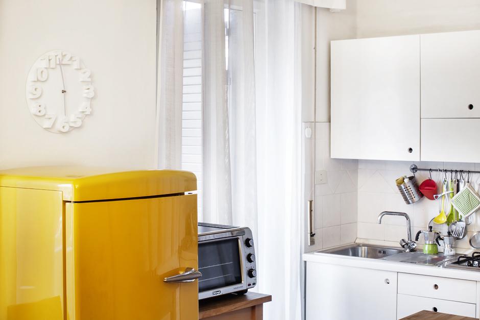 design italiano anni 60, frigorifero giallo di linea retro