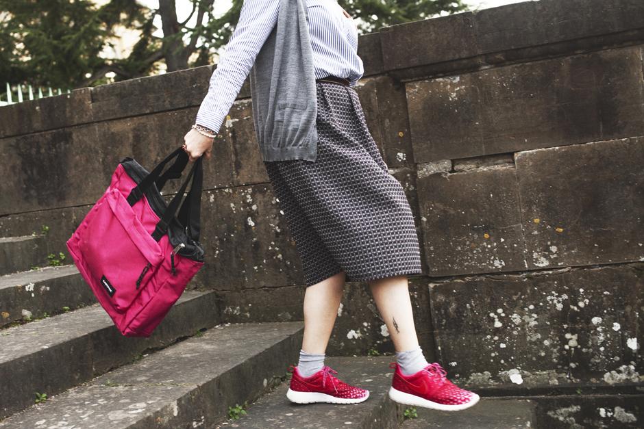 borse per scuola eastpak, scarpe Nike rosa e rosse