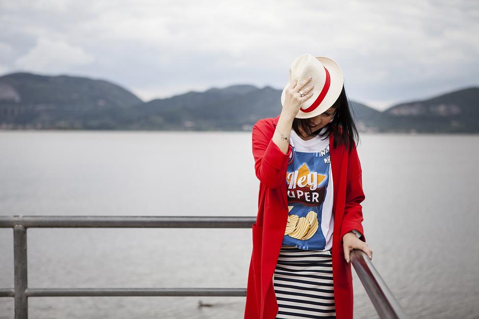 come vestirsi nel tempo libero, smile, red