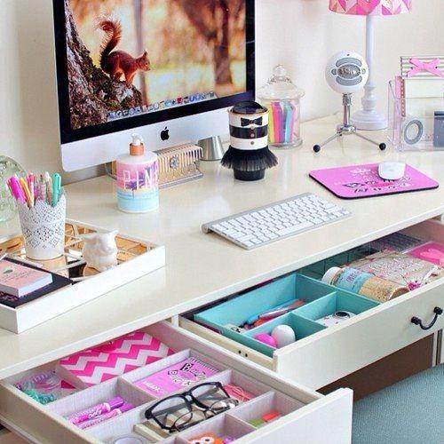 Come arredare uno spazio di lavoro a casa, home office, dettagli, accessori