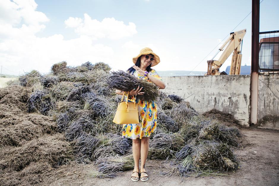 smilingischic, Provenza: alla ricerca della lavanda perduta , Sandra Bacci, abito con i girasoli