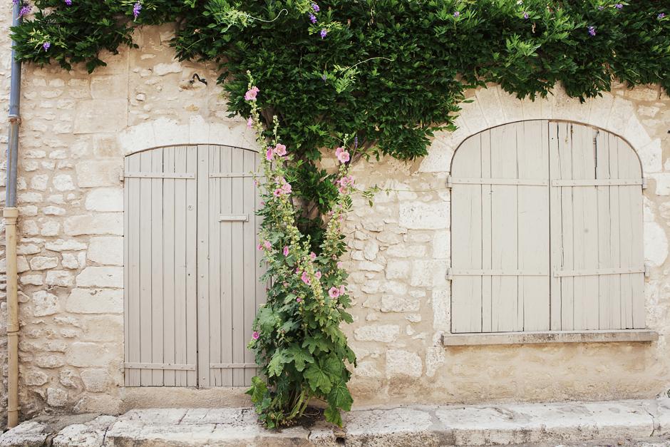 Simiane-la-Rotonde, portoni provenzali, Provenza: alla ricerca della lavanda perduta