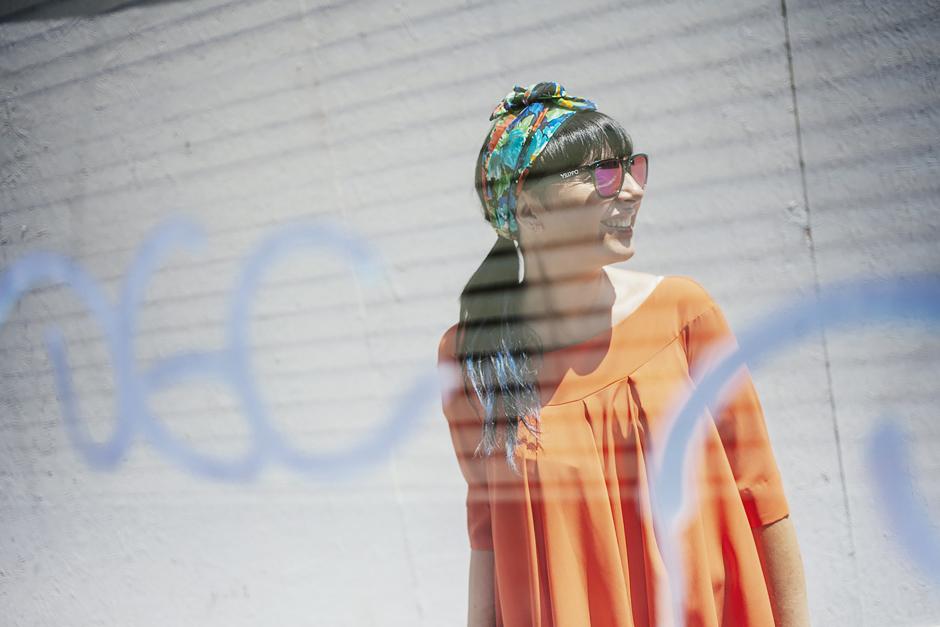 naracamicie 2015, camicia arancio, Sandra Bacci, Lucca, occhiali a specchio