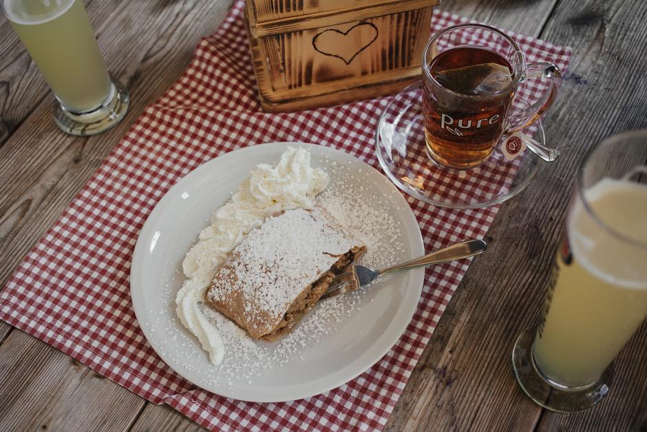Viaggio in Austria, strudel con panna