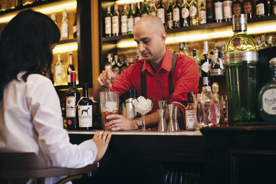 preparazione cocktail Franklin '33 Lucca