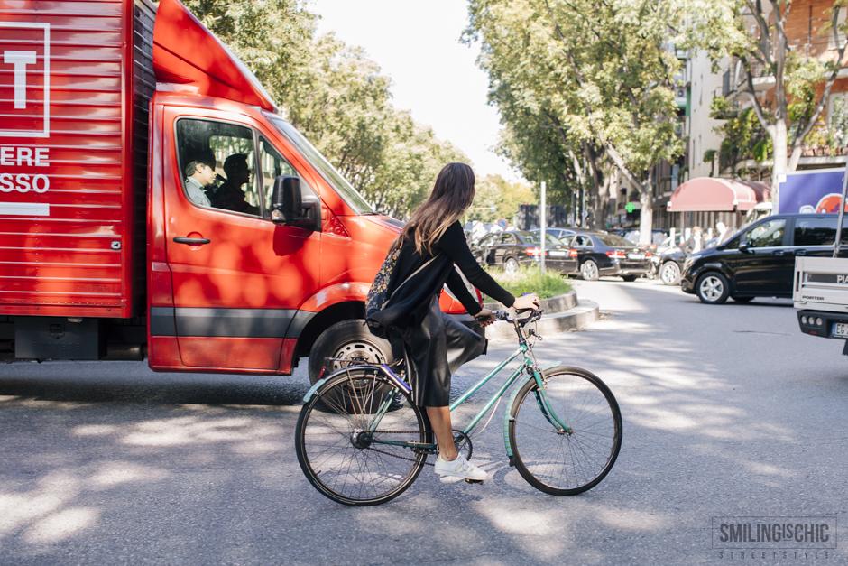 streestyle - ragazza in bicicletta