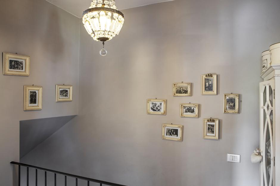 Ring and Smile, Eva e Giovanni, foto alle pareti