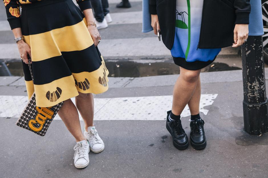 Gonne con sneakers, An italian theory