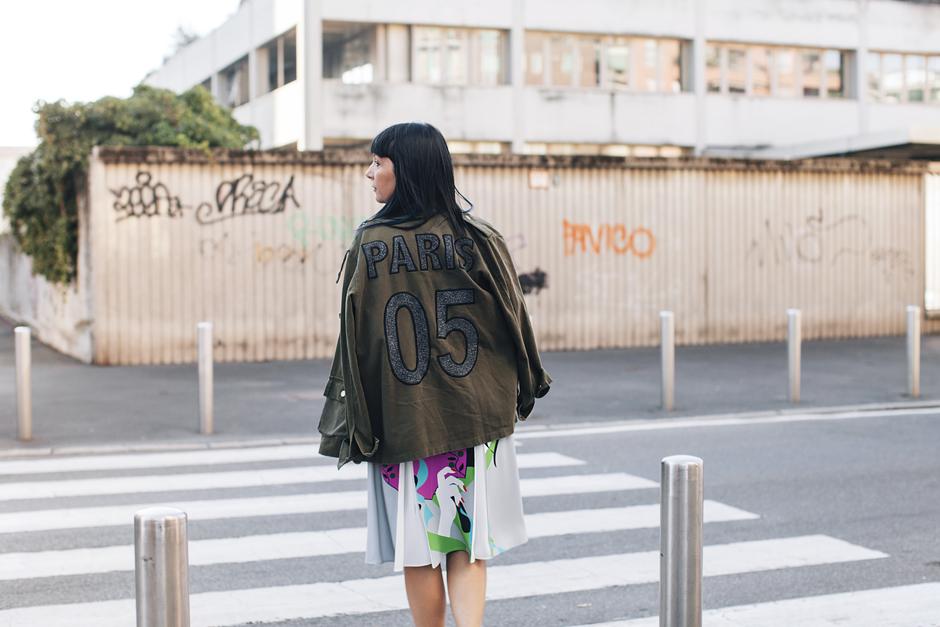 giacca militare con scritta