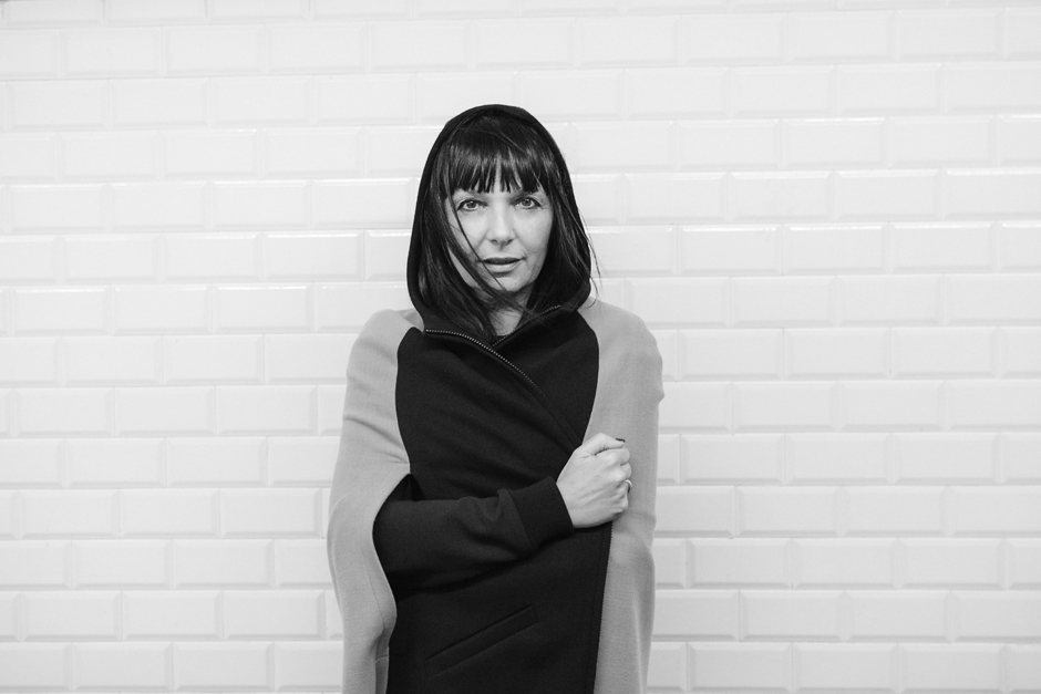 Giulia Rositani F/W2 016, cappa con cappuccio, bianco e nero