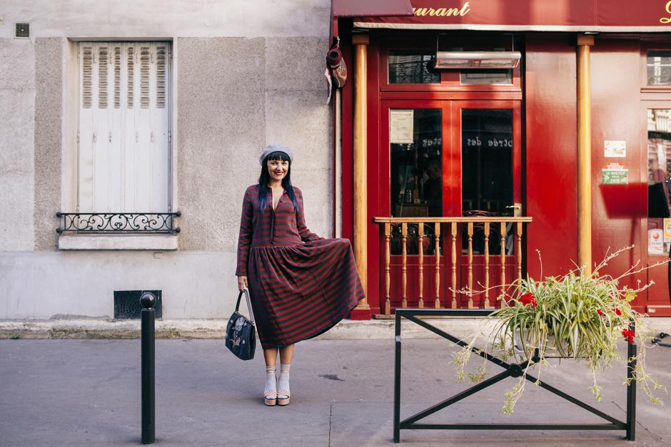Parigi e la sindrome del camaleonte , abito a righe Lola Swing