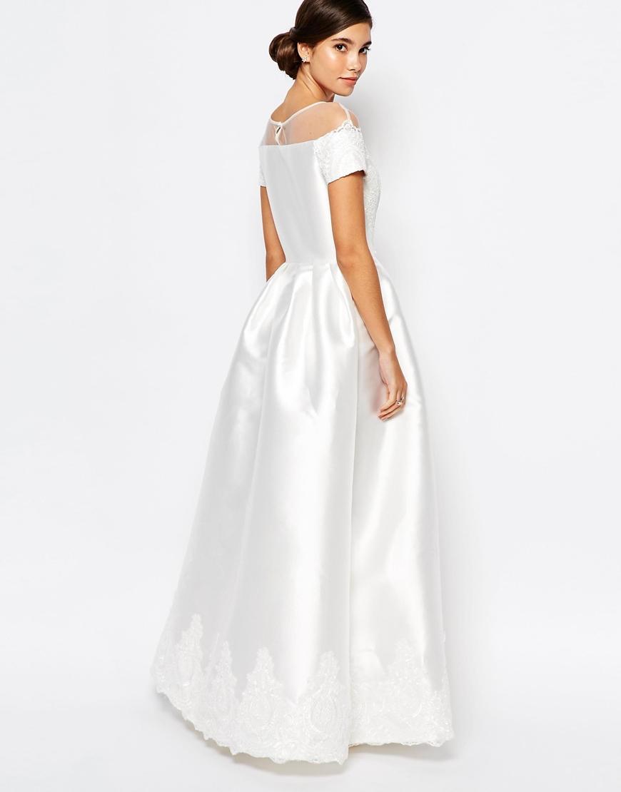 Chi Chi London - Vestito lungo da sposa con ricamo e maniche ad aletta