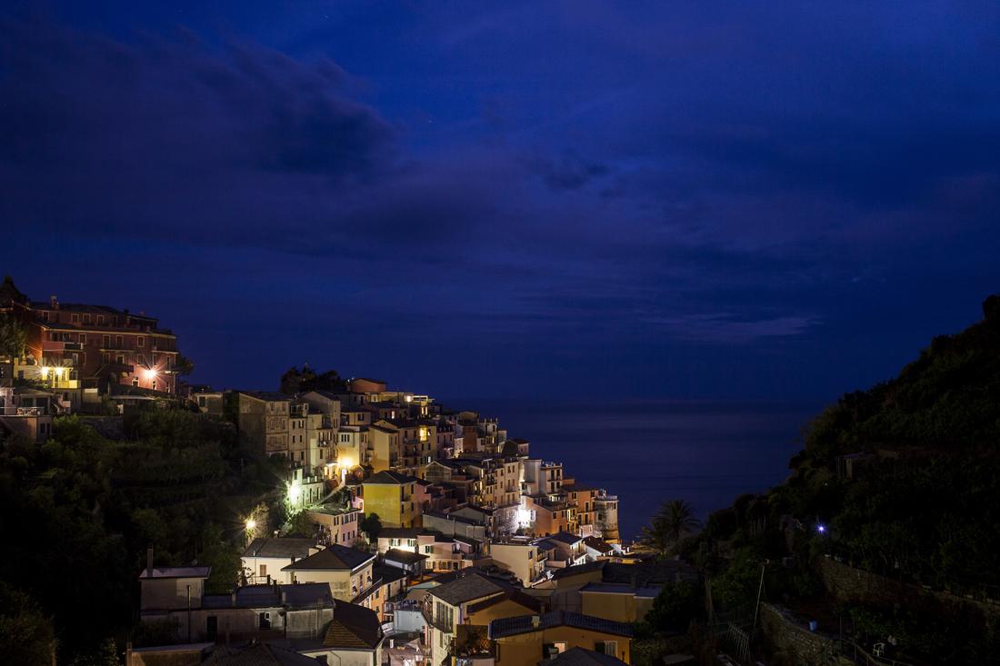 Le Cinque terre: cosa vedere in un weekend, Manarola, veduta notturna