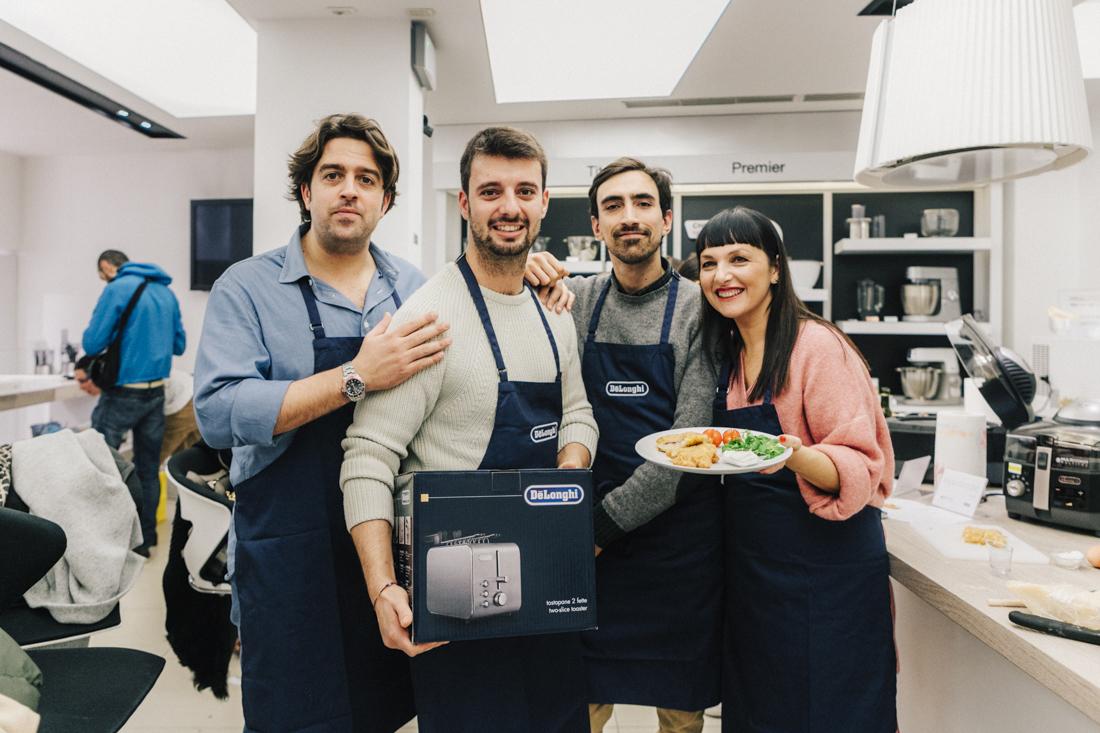 evento presentazione Multicooker De Longhi , sandra Bacci vincitrice, con chef in camicia