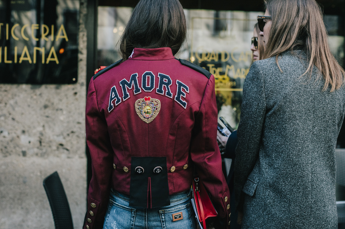 Street style - The best of MFW Fall Winter 2017/2018, giacchetto con scritta