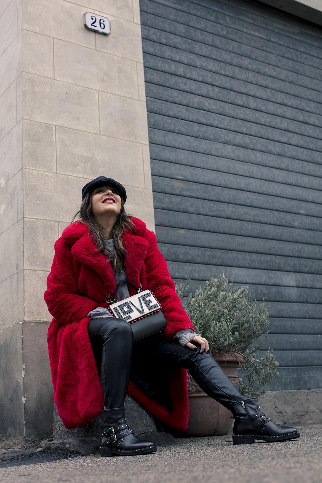 Sandra Bacci, outfit over 40, dettaglio borsa Les Petits Joueurs