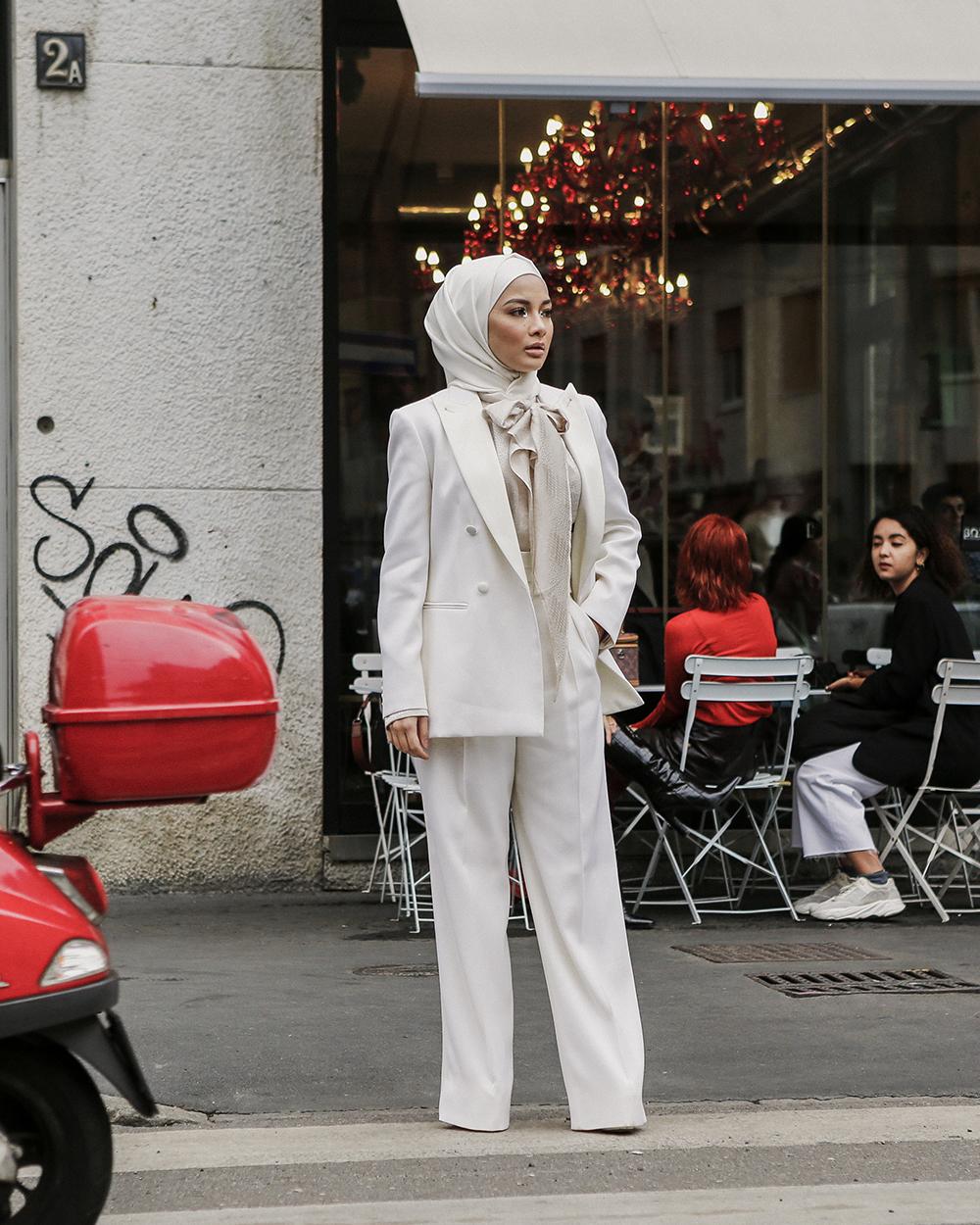 Tendenza tailleur, Milano, foto di Giorgio Leone, total white